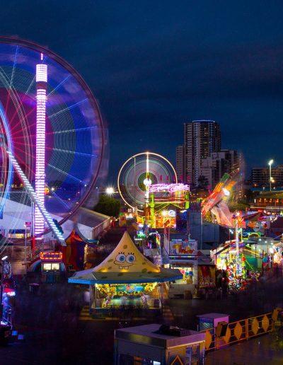 South_East_Queensland_light_trails_amusement_park_2048x1152
